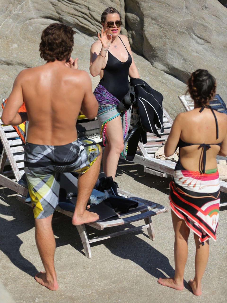 Khloe Amp Kourtney Kardashian Swimsuite Cansids In Mykonos