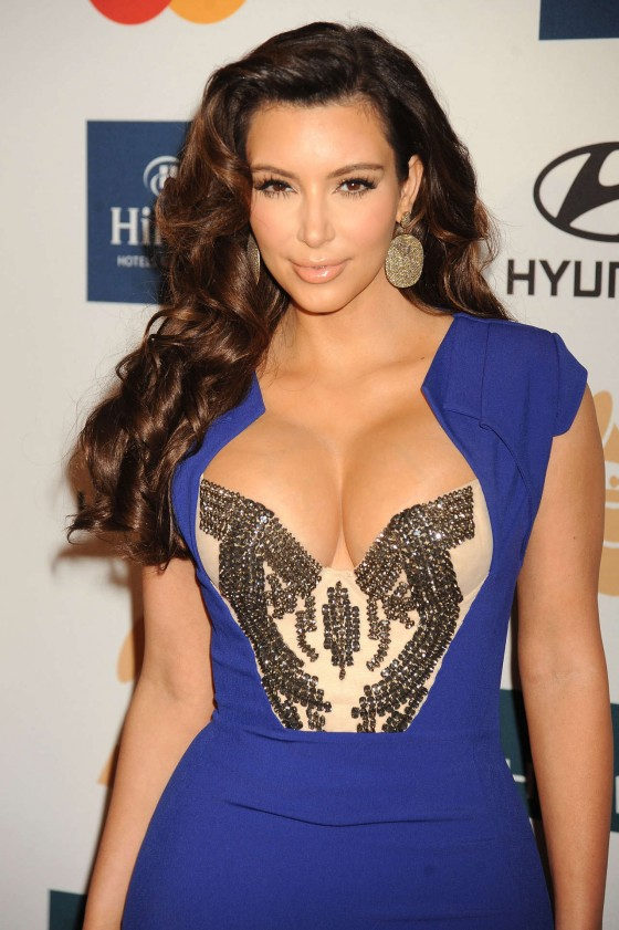 Kim Kardashian blue dress cleavage-01