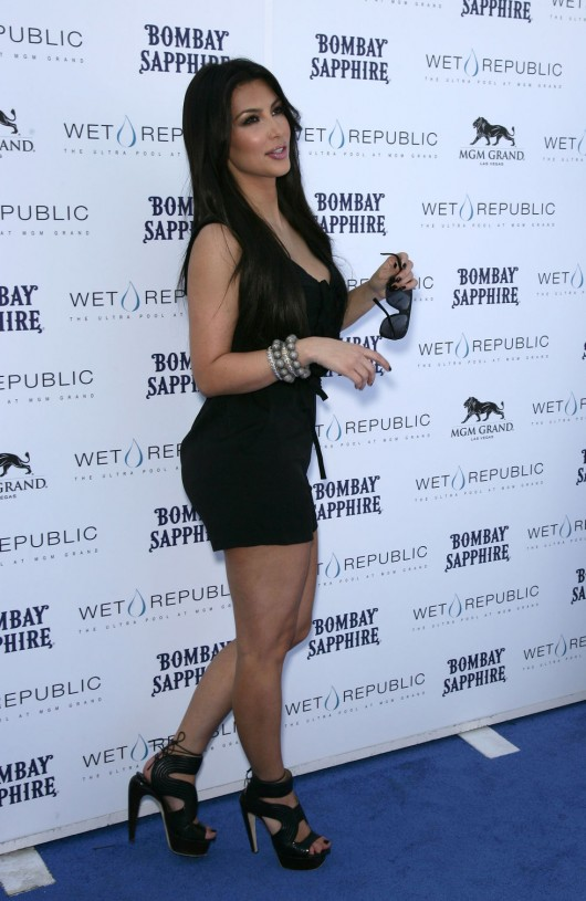 kim-kardashian-kourtney-kardashian-birthday-party-in-las-vegas-04