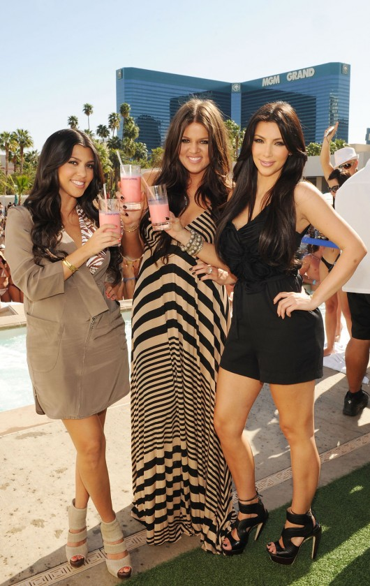 kim-kardashian-kourtney-kardashian-birthday-party-in-las-vegas-07