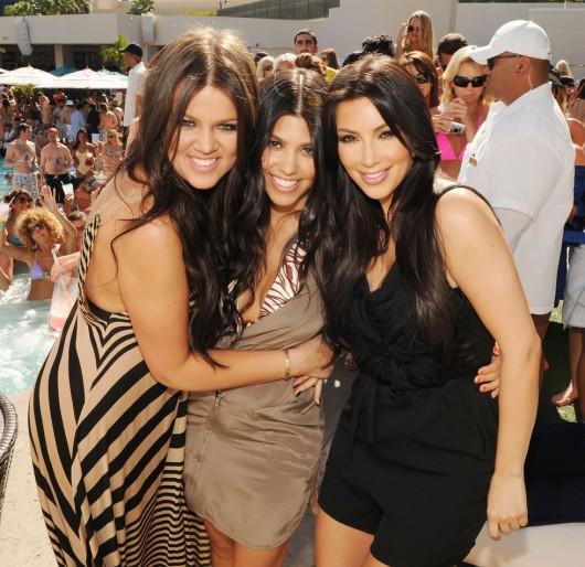 kim-kardashian-kourtney-kardashian-birthday-party-in-las-vegas-09