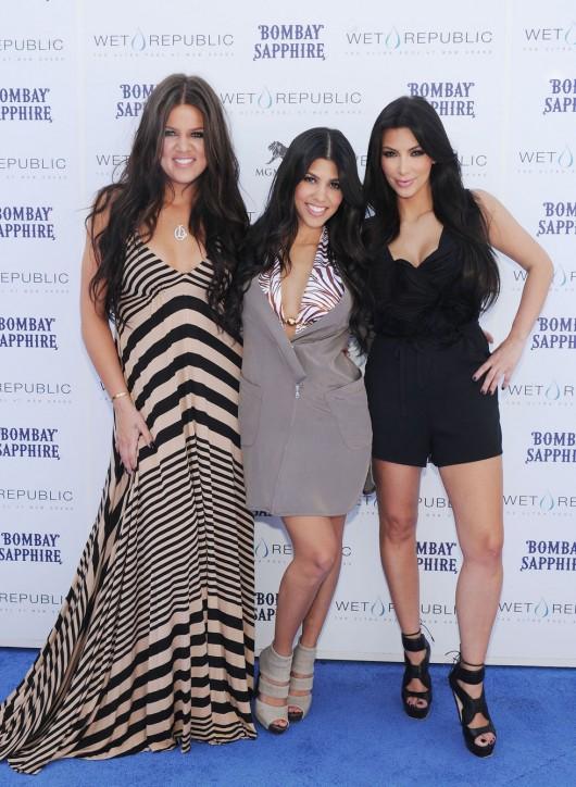 kim-kardashian-kourtney-kardashian-birthday-party-in-las-vegas-16