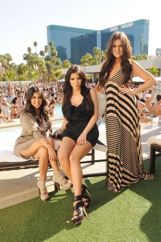 kim-kardashian-kourtney-kardashian-birthday-party-in-las-vegas-18