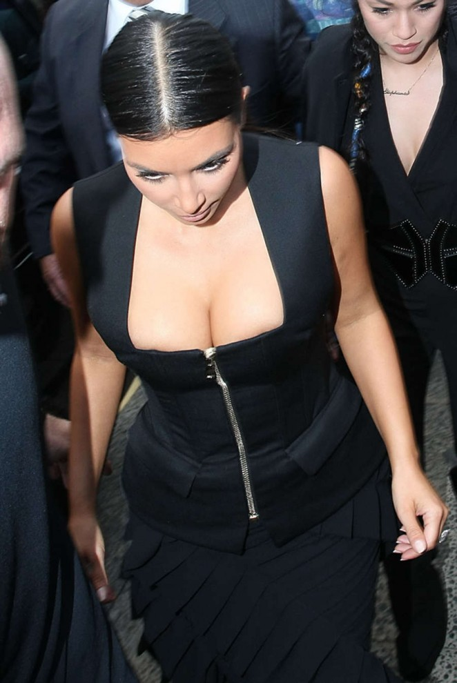 Kim Kardashian – Arriving at Icebergs Restaurant in Sydney