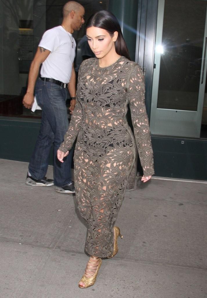 Kim Kardashian 2014 : Kim Kardashian: Late Night with Seth Meyers -01