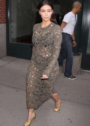 Kim Kardashian: Late Night with Seth Meyers -02