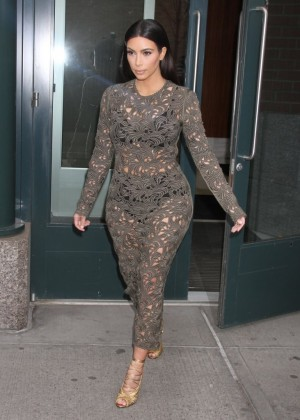 Kim Kardashian: Late Night with Seth Meyers -03