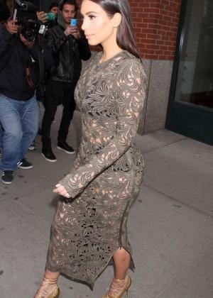 Kim Kardashian: Late Night with Seth Meyers -04