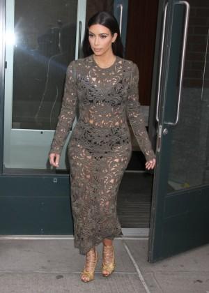 Kim Kardashian: Late Night with Seth Meyers -07