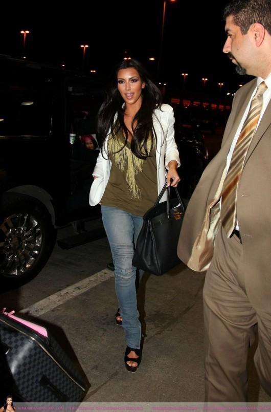 kim-kardashian-at-lax-airport-in-beverly-hills-12