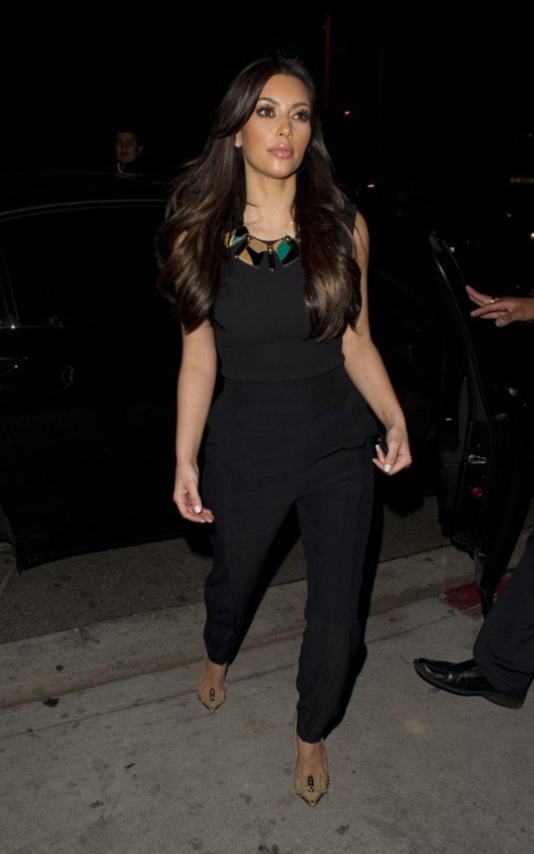 Kim Kardashian 2011 : kim-kardashian-at-nobu-restaurant-01