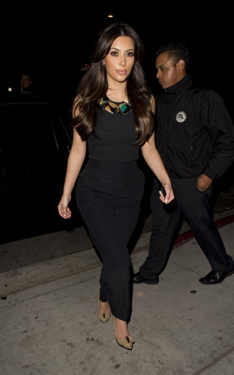 Kim Kardashian 2011 : kim-kardashian-at-nobu-restaurant-03