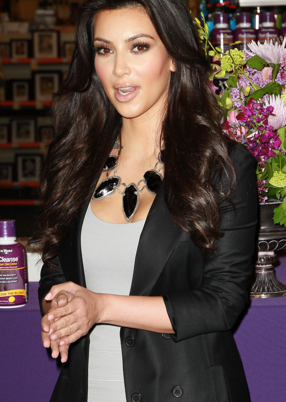 Kim Kardashian At Quicktrim Promotion Cvspharmacy In Marina Del