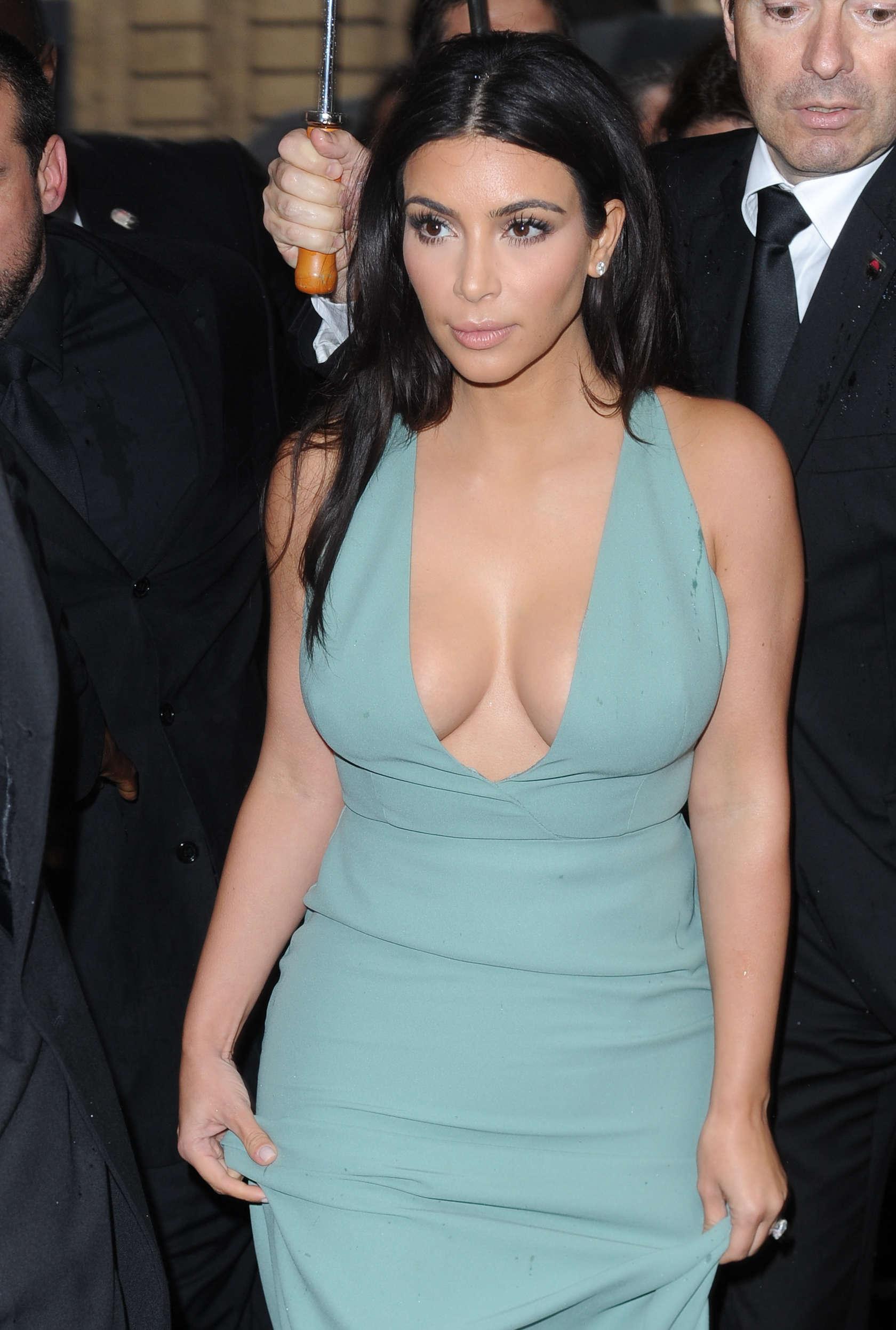 Kim Kardashian Hot Photos Fashin Week 2014 12 Gotceleb