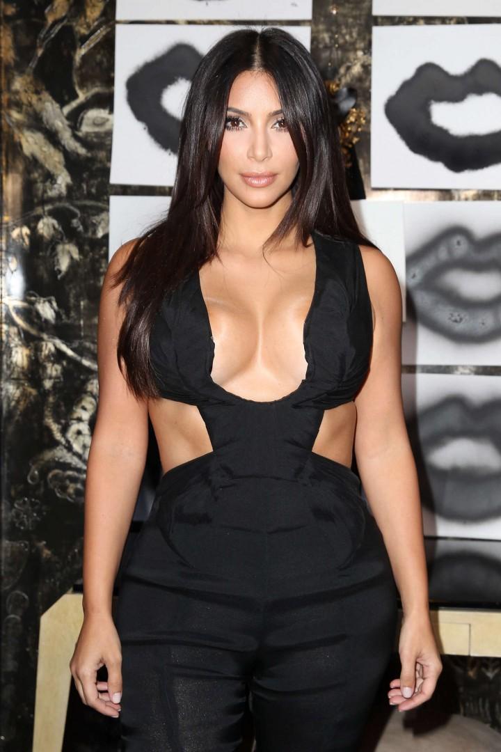 Kim Kardashian - Cassandra Huysentruyt Grey Hosts Artist In Los Angeles