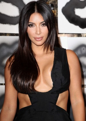 Kim Kardashian: Cassandra Huysentruyt Grey Hosts Artist -03