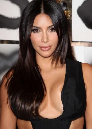 Kim Kardashian: Cassandra Huysentruyt Grey Hosts Artist -10