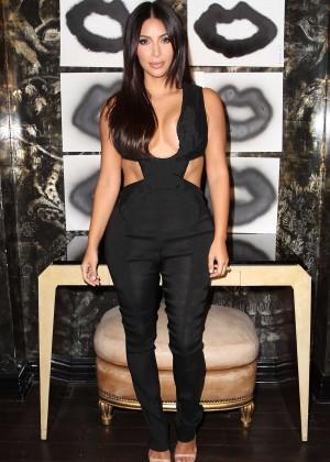 Kim Kardashian: Cassandra Huysentruyt Grey Hosts Artist -14