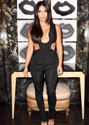 Kim Kardashian: Cassandra Huysentruyt Grey Hosts Artist -15
