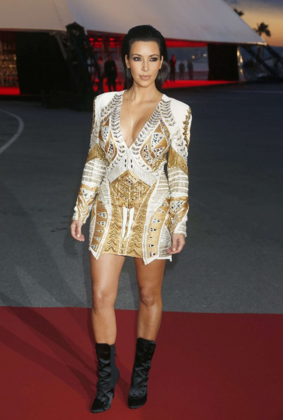Kim Kardashian 2012 : Kim Kardashian Hot Photos in a dress-07