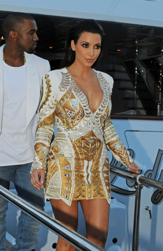 Kim Kardashian 2012 : Kim Kardashian Hot Photos in a dress-17