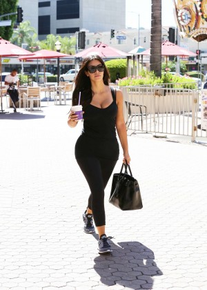 Kim Kardashian at gym in Calabasas -07
