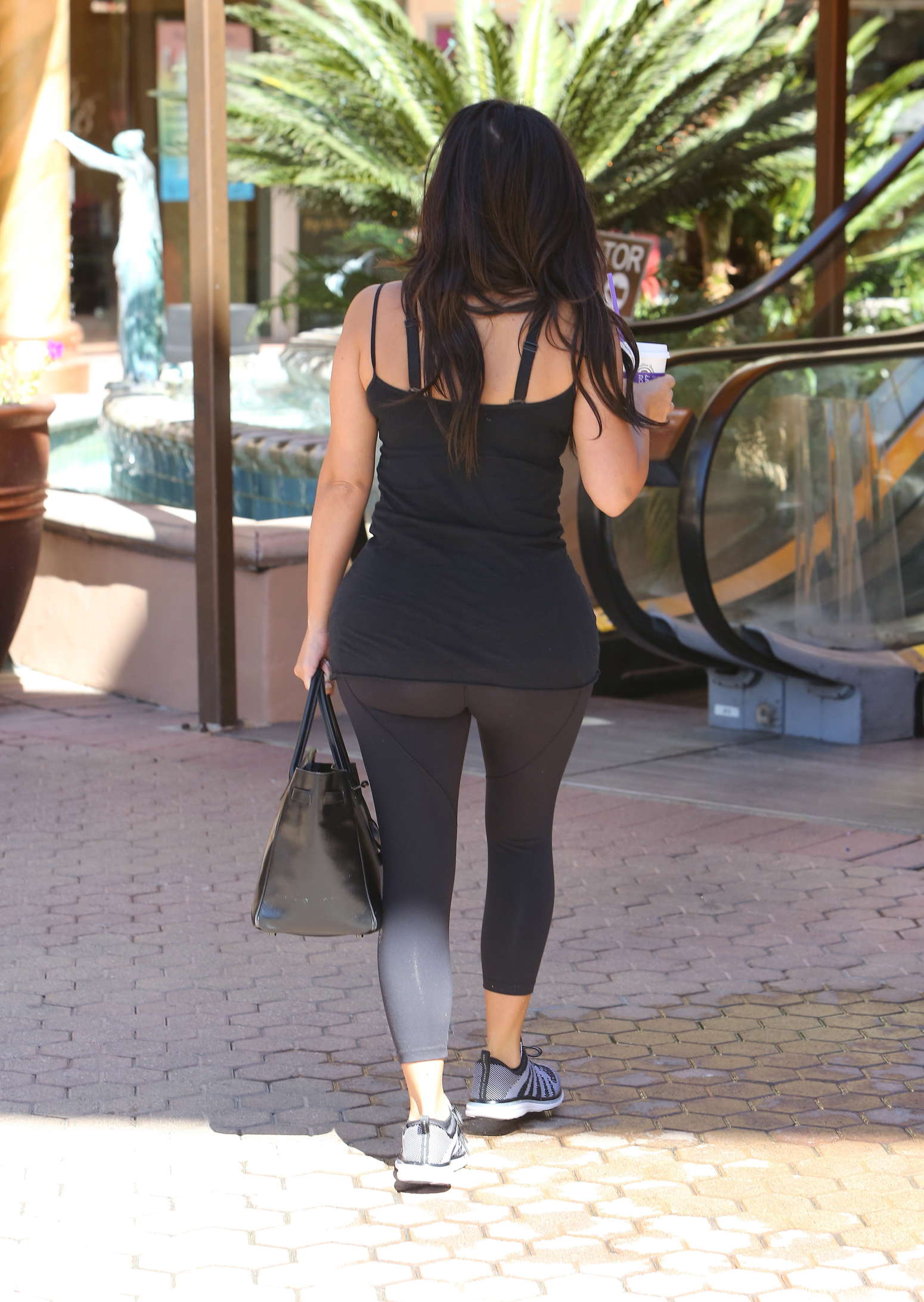 Kim Kardashian – Going to a gym in Calabasas