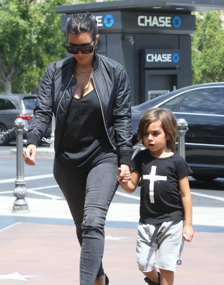 Kim Kardashian - Going to a movie theater in Calabasas