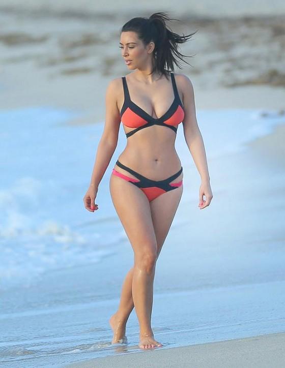 Kim Kardashian Hot Photos At Miami Beach 04