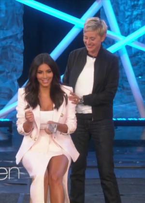 Kim Kardashian: Ice Bucket Challenge on Ellen -10