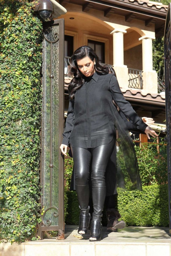Selena gomez shorts cheeks