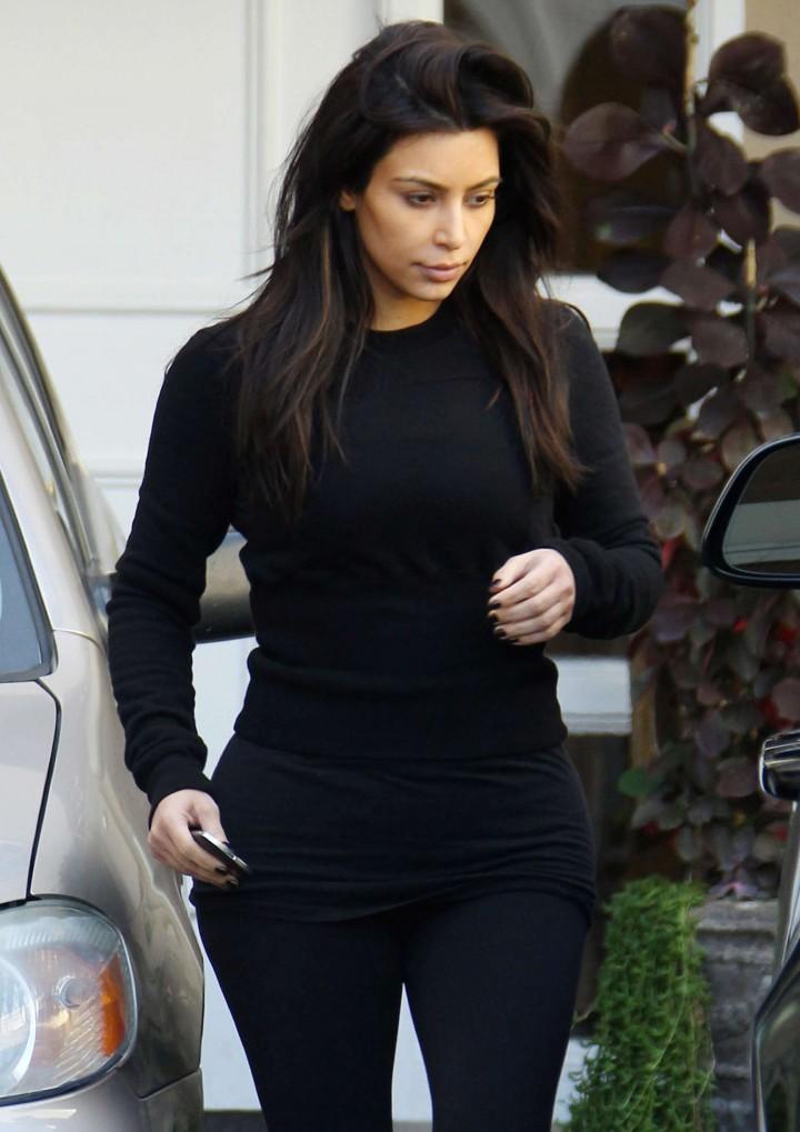 Kim Kardashian in Leggings – Leaving skin Clinic in Beverly Hills