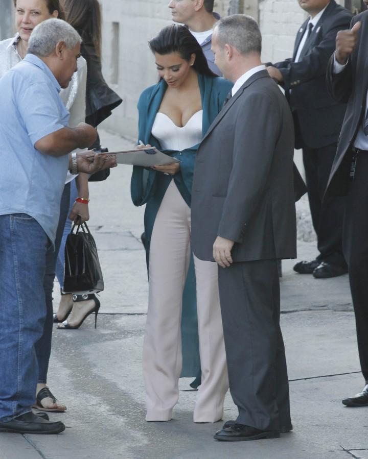 Kim Kardashian: Jimmy Kimmel Live -01