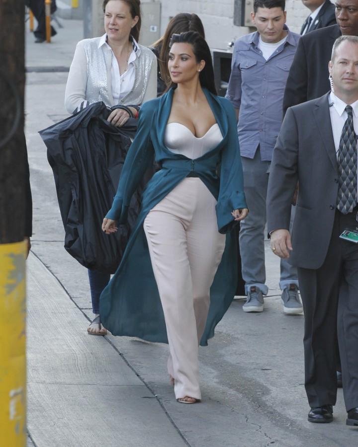 Kim Kardashian: Jimmy Kimmel Live -16