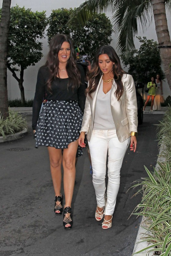 Kim Kardashian at Bal Harbour Mall in Miami-05
