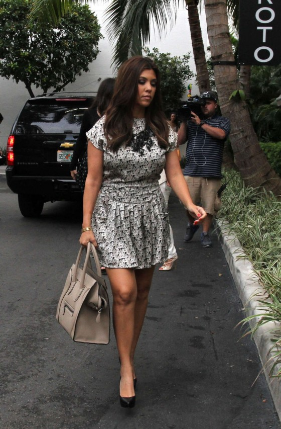 Kim Kardashian at Bal Harbour Mall in Miami-07