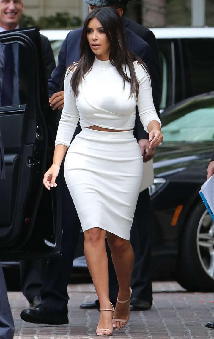 the gallery for gt kim kardashian white dress open back