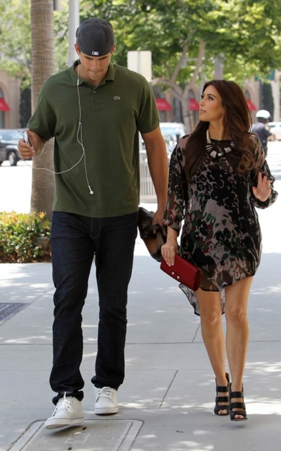 kim-kardashian-out-in-beverly-hills-candids-06