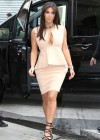 Kim Kardashian - shopping candids in Paris-02