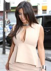 Kim Kardashian - shopping candids in Paris-07