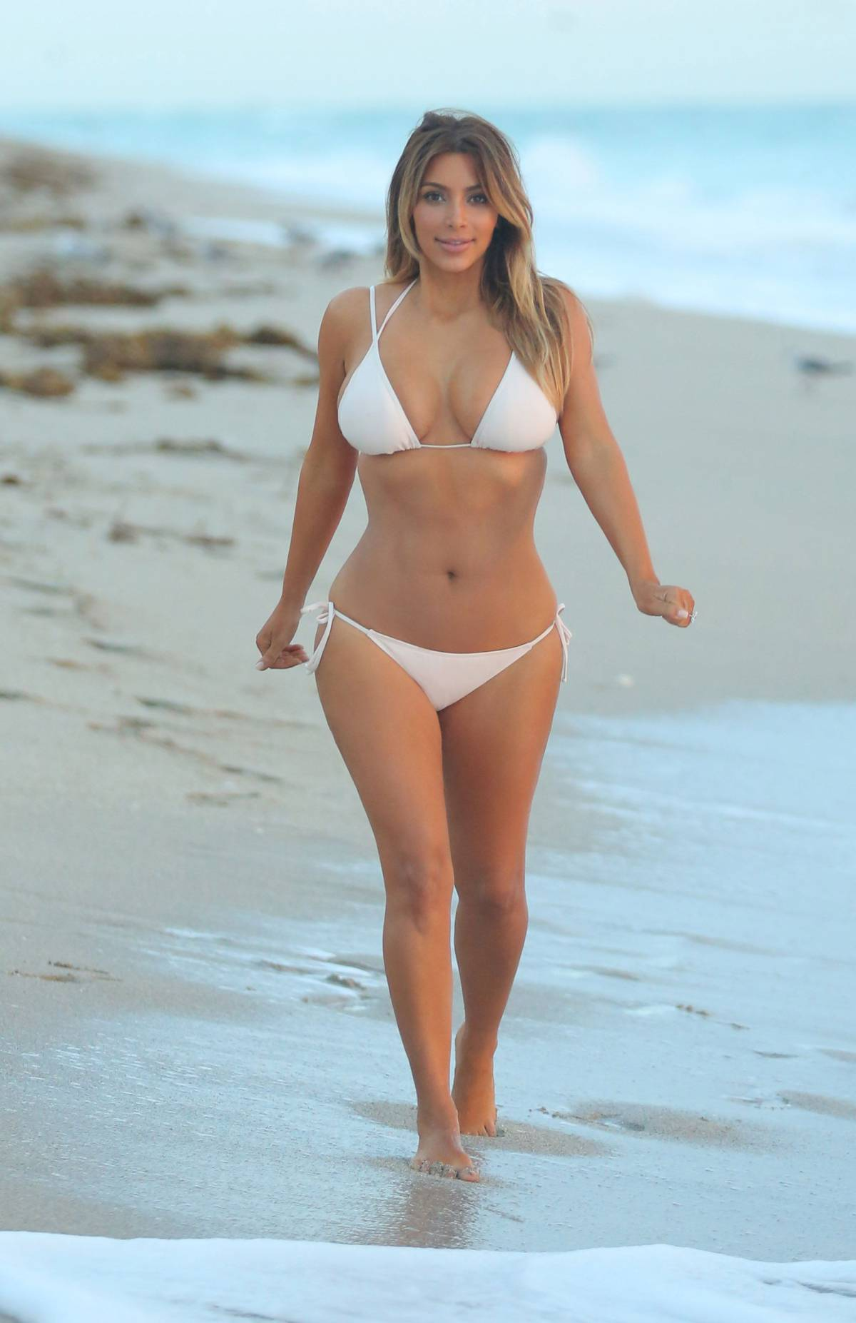 Kim kardashian bikini pics 2013 miami 05 gotceleb for Best online photo gallery