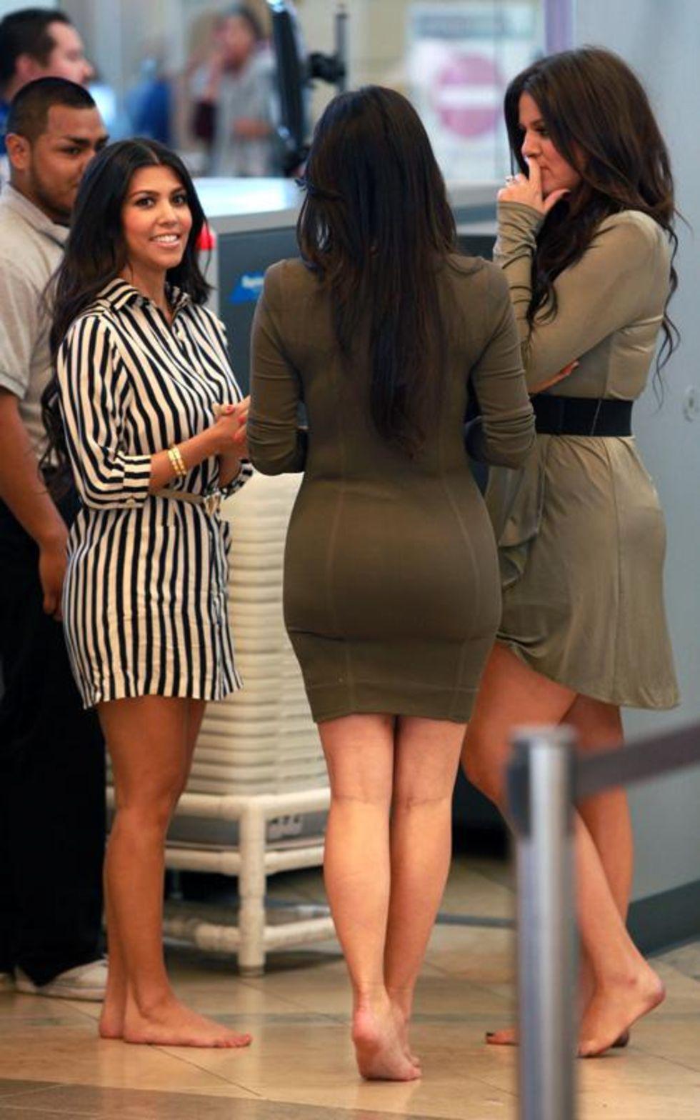 Kim Khloe And Kourtney Kardashian At John Wayne Airport 08