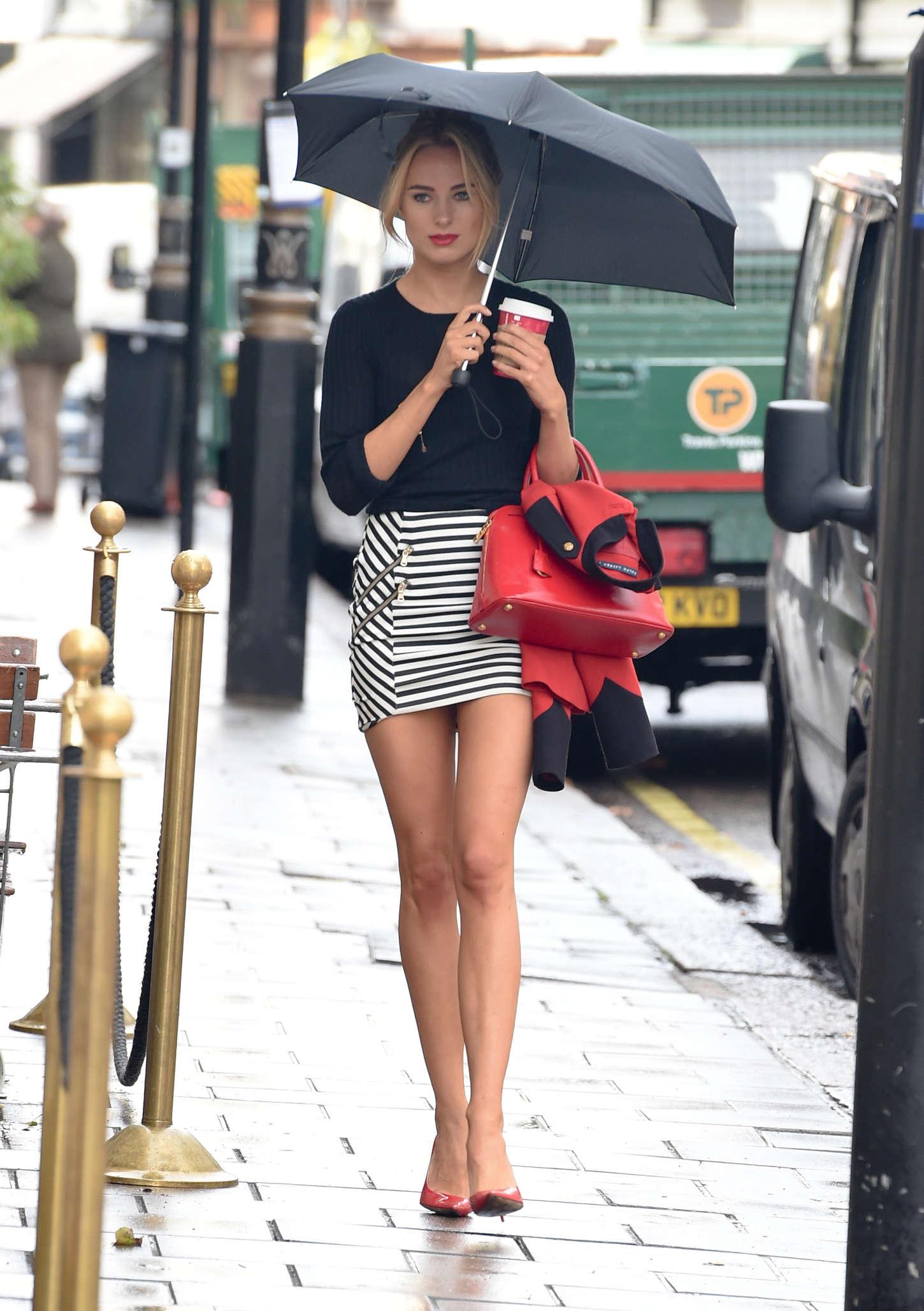 Kimberley Garner In Tight Mini Skirt -33  Gotceleb-3829