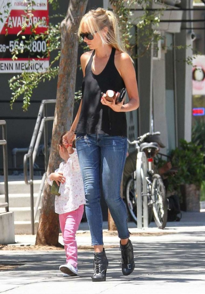 Kimberly Stewart in Tight Jeans out in LA