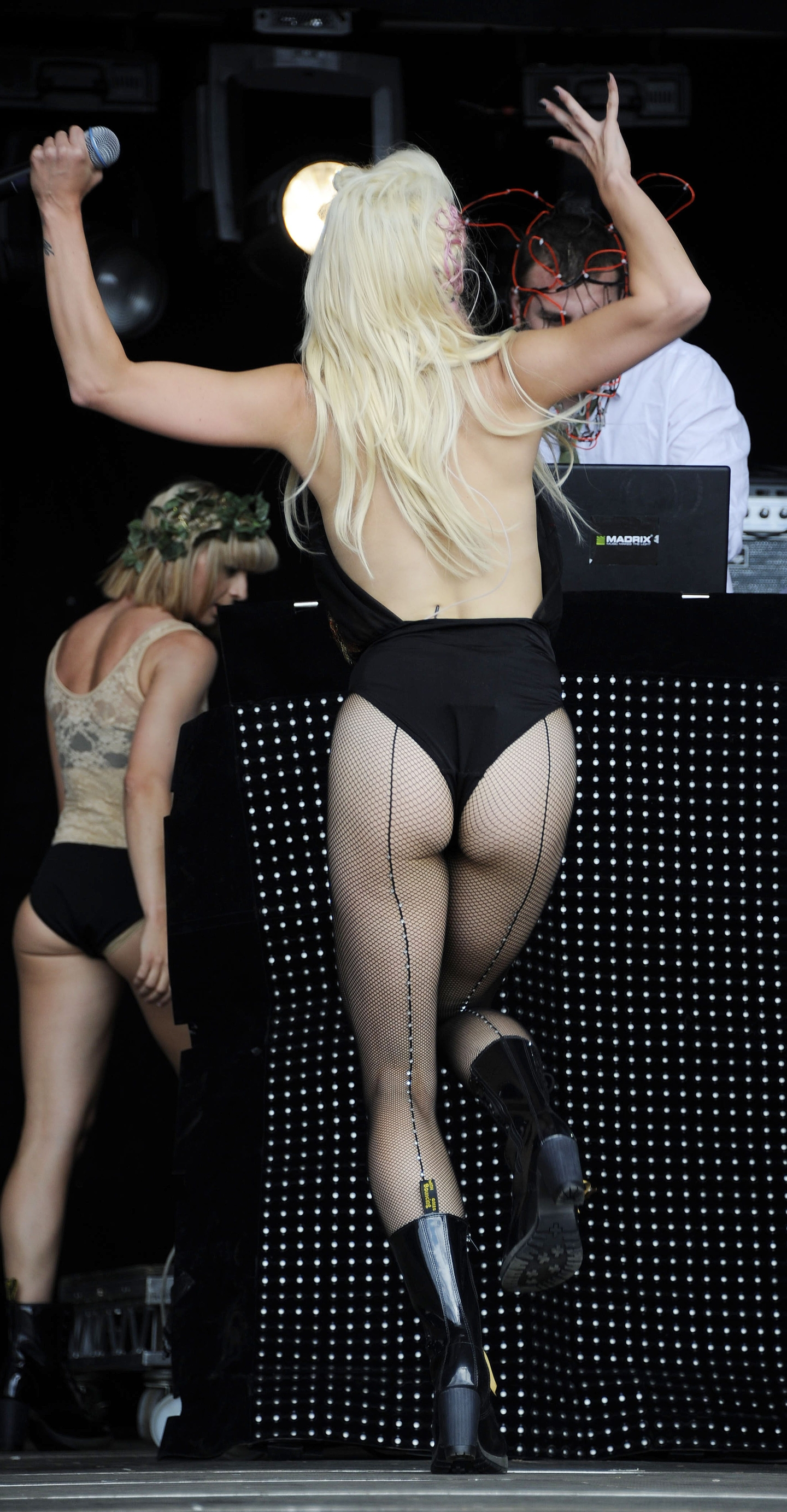 kimberly-wyatt-performing-at-leeds-01 - GotCeleb