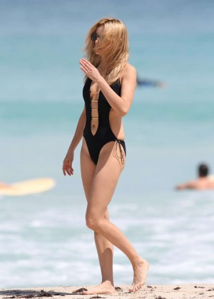 Kira Dikhtyar Swimsuit Photos: 2014 in Miami -02