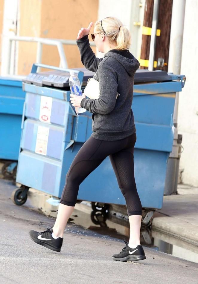 Kirsten Dunst in Spandex Leaves a Gym in Los Angeles