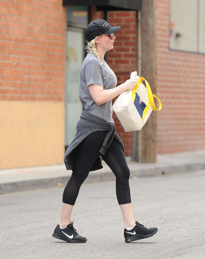 Kirsten Dunst in Spandex - Leaving the gym in LA