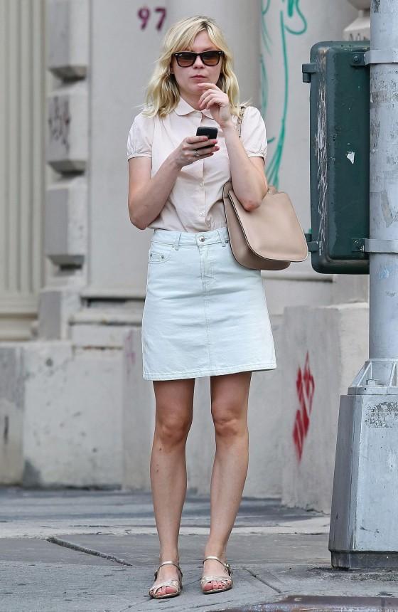 Kirsten Dunst – Leggy Candids in Tribeca