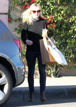 Kirsten Dunst in Jeans - Shopping on Melrose in West Hollywood